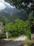 Vizzavonaan etelästä saapuessa sen päällä häämyilee aika dominoivasti Monte d'Oru