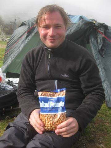 Professori Viittala ja matkan alusta asti säästetyt pähkinät